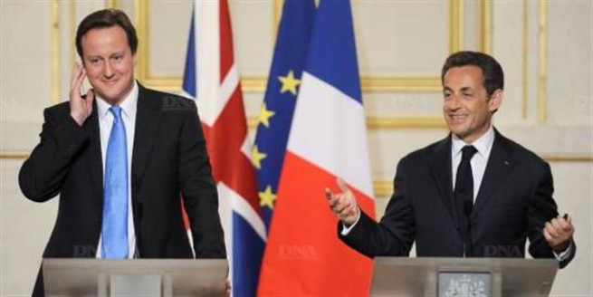 16380-sarkozy-et-cameron-signent-deux-traites-de-defense.-photo-archives-afp-.jpg